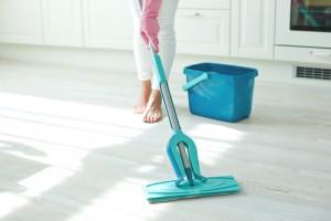 mopování podlahy